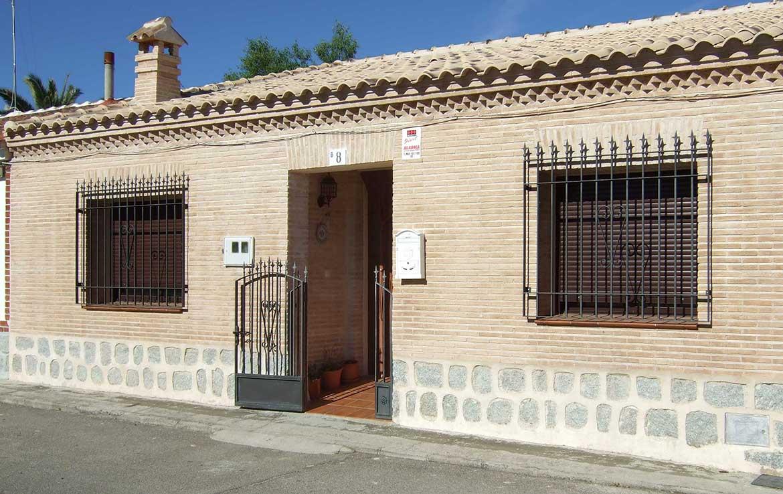 Ayudamos a encontrar financiacion de vivienda unifamiliar que vendemosen calle Alsaciana, 8, Ajofrín, Toledo - Fachada principal