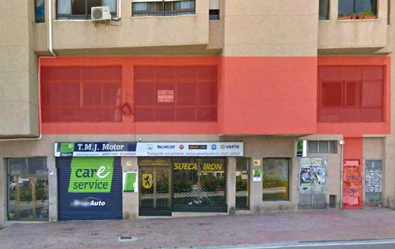 Fotografía de Local u Oficina en venta en Avenida Diputacion 10 Calpe, Alicante. Vista exterior: Fachada delimitada en color rojo semitransparente.