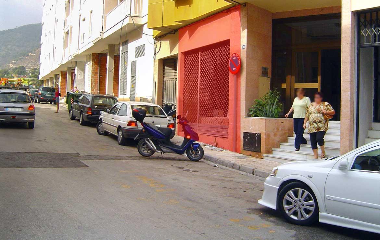 Foto de Local u oficina en venta en Avenida Norte 40 Calpe, Alicante. Vista exterior: Fachada delimitada en color rojo semitransparente.