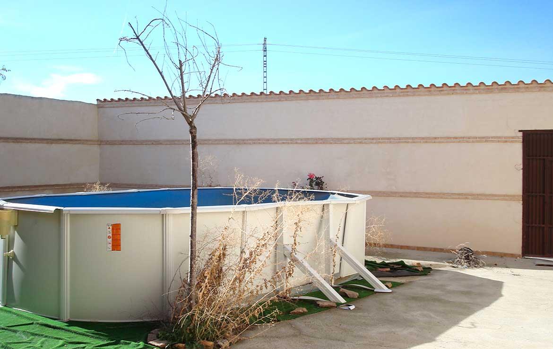 Oferta Chalet Ventaen calle Alsaciana, 8, Ajofrín, Toledo - Patio trasero, piscina y salida trasera a calle Monteria - vista